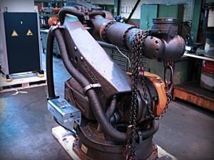 Ein Roboter bei der Inbetriebnahme auf einer Baustelle.